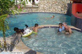 Waterlands_Village_Pool_with_People
